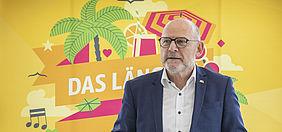 """Verkehrsminister Hermann stellte am 7. Juli die Kampagne zum """"bwAboSommer"""" vor. Foto: bwegt"""